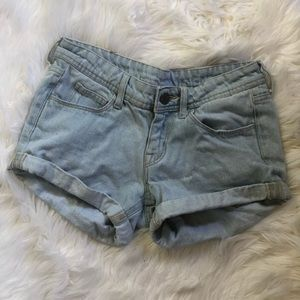 H&M light wash jean shorts